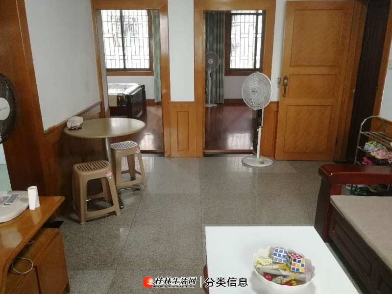 出售,叠彩区清风小区西一里精装2房1厅,带杂物间,随时看房