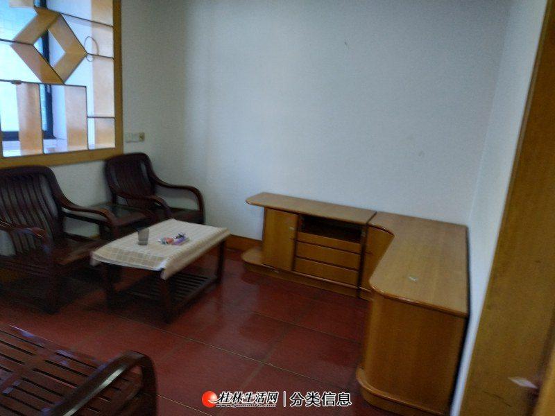 铁西一里,二医院旁边,3楼,2房1厅1卫,60平方,家电家具齐全,月租850元,