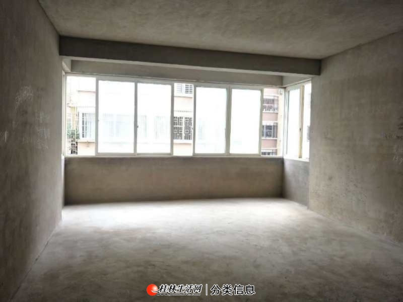 临桂区时代花园4室2厅2卫145平56万清水房出售