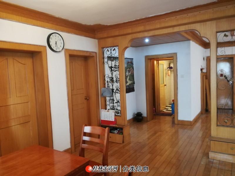 北极广场单位小区 2楼3房出售 130平 83万