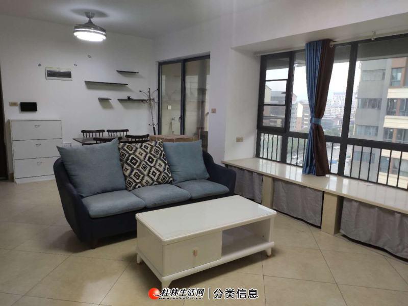 荣和林溪府琴潭里,电梯8楼,3房1厅2卫,90平方,家电家具齐全,月租2600元,