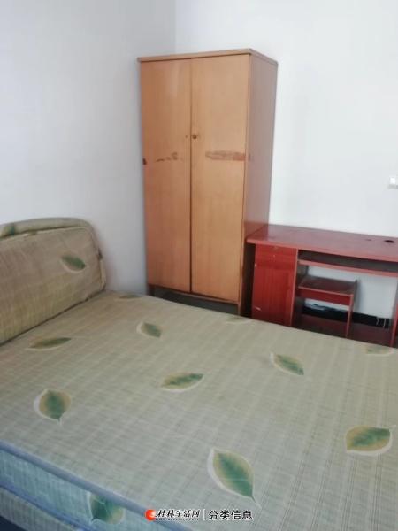 香江饭店煤气公司宿舍,4楼2房1厅1卫,70平方,家电家具齐全,月租1000元,