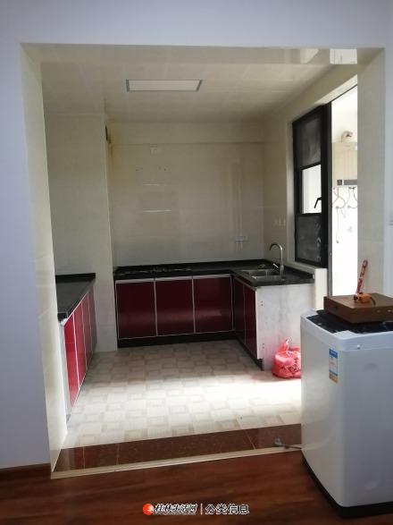 临桂区西城南路兴汇城大4房140平中装带车位85万