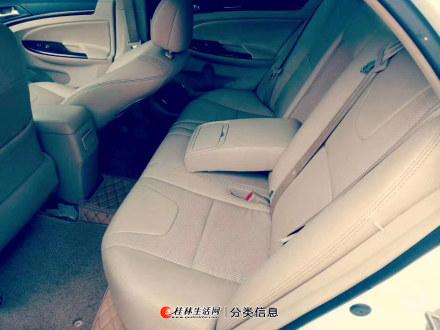 白色小轿车比亚迪锐低价转让
