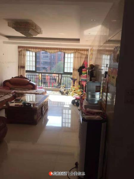 临桂区远辰国际电梯精装3室2厅2卫,户型方正,南北通透,拎包入住。
