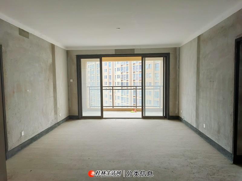 彰泰天街旁,万达华府电梯12楼,4室2厅2卫,带双阳台,户型方正,南北通透。