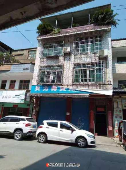 灵川 一中门口  整栋1-3层带商铺  临街 423平米