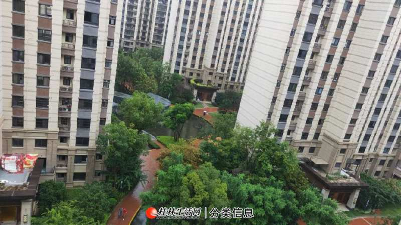 育才九年制学区 融创万达城 新房已到86万 桂林最高端学校 此房用钱急售 低于市场价10万 只要78万 挑高阳台 可做阁楼