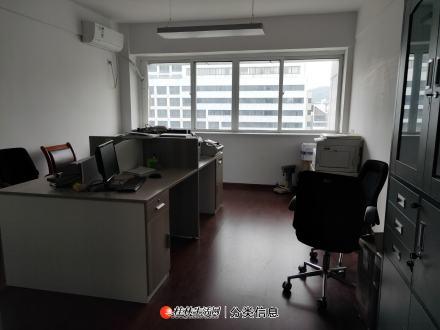 三里店财富名城纯写字楼,电梯10楼45平,带部分办公用品出租