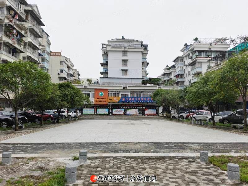 万达广场旁鸾东小区单价6200精装跃层式四房两厅两卫140平米