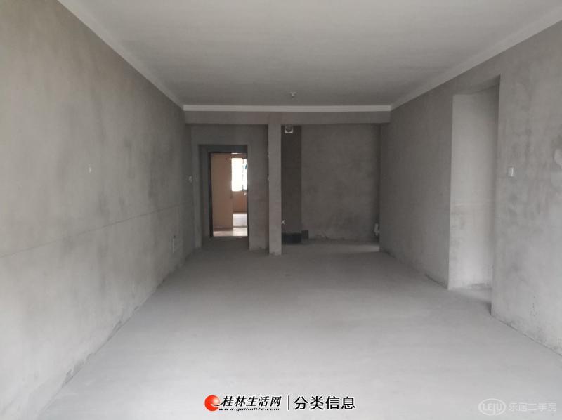 吾悦广场对面,汇荣桂林桂林星玺,汇荣小学三元中学旁,朝南实用3房