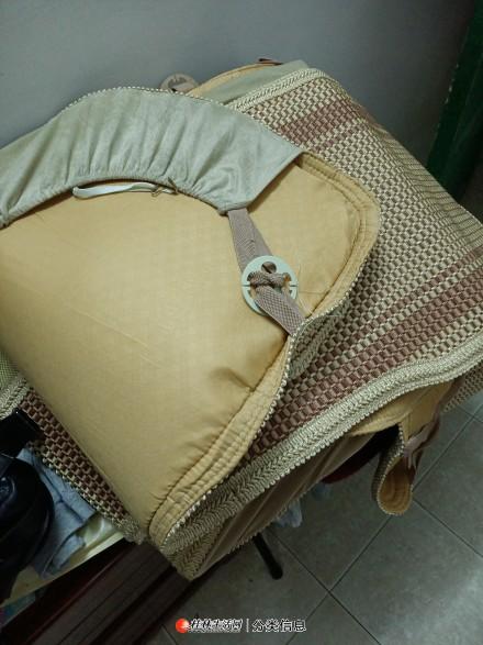 新买的汽车座椅套5座麻质座椅套低价转让。