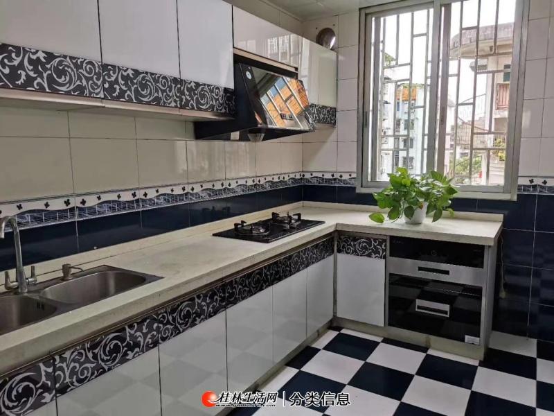 漓江花园3房2厅全新装修5楼产权110平米62万