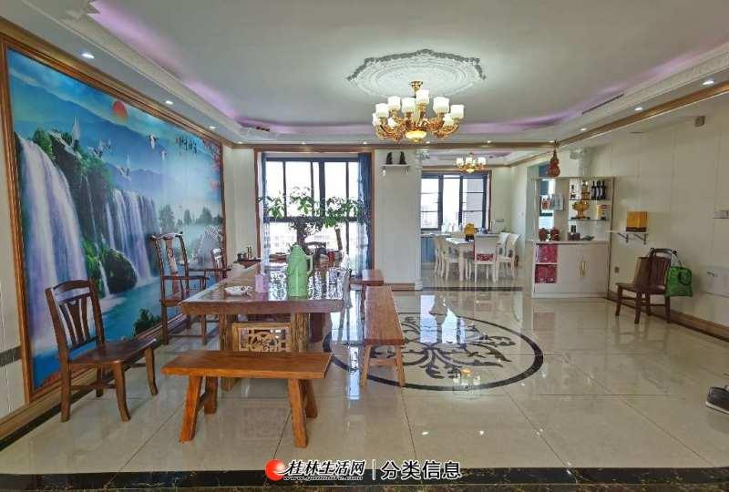 临桂区麓湖国际空中别墅一线湖景房,实用面积高达270平