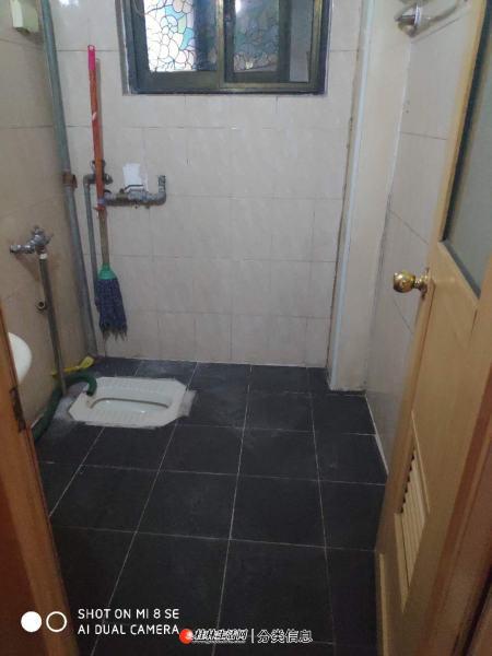 铁西税务局宿舍 3房 黄金三楼 户型好 交通便利 有地下室5平 有院子 方便看房  有钥匙