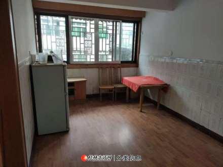 房东直租!香桂苑小区精装三房两厅四楼,年付仅需1095每月。