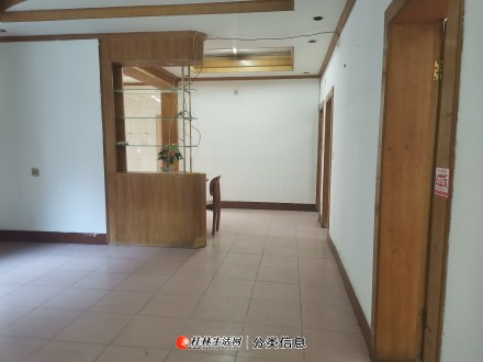 西山南巷西山公园附近1楼3房1厅110平方米1500元部分家具