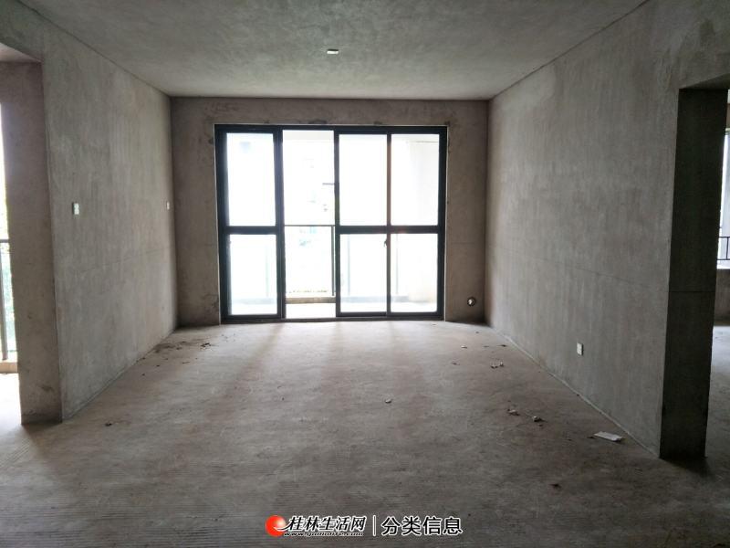 华润万象城附近,耀和荣裕电梯5楼,3室2厅2卫,户型方正,南北通透