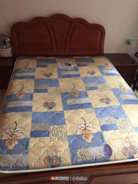 自用床垫8层新,因搬家外地,低价出售。