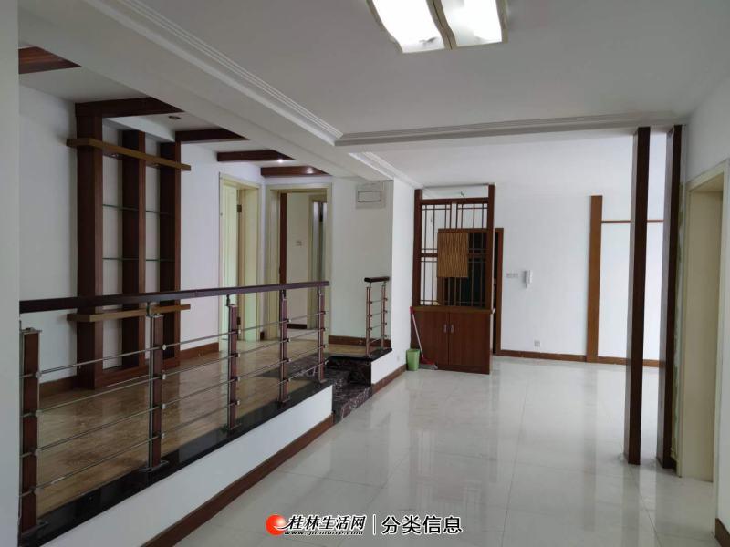 东安街世纪花园2楼,4室2厅,户型方正,南北通透,三面采光
