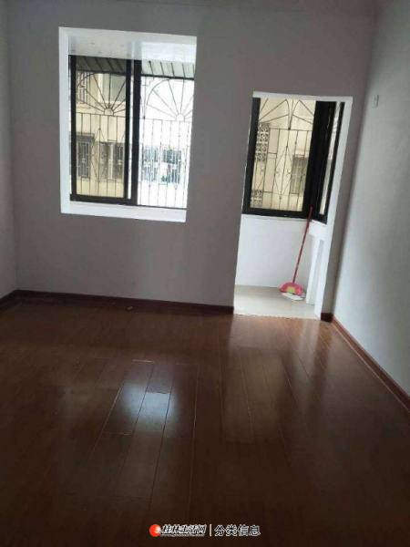 平山小学瓦窑口:2房1厅1卫,53平米,精装修,1995年建,急售24万送杂物间
