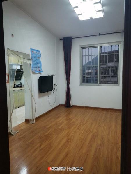 秀峰区九岗岭榕湖学区房6楼2房1厅62平方米,有真实照片提供参考。