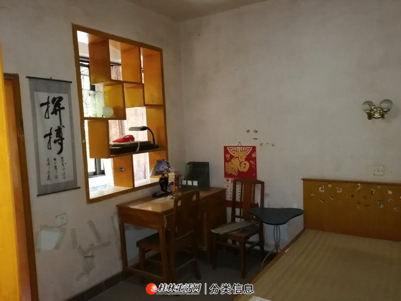 西山小学  桃花新村 三楼2房1厅 户型方正,交通方便