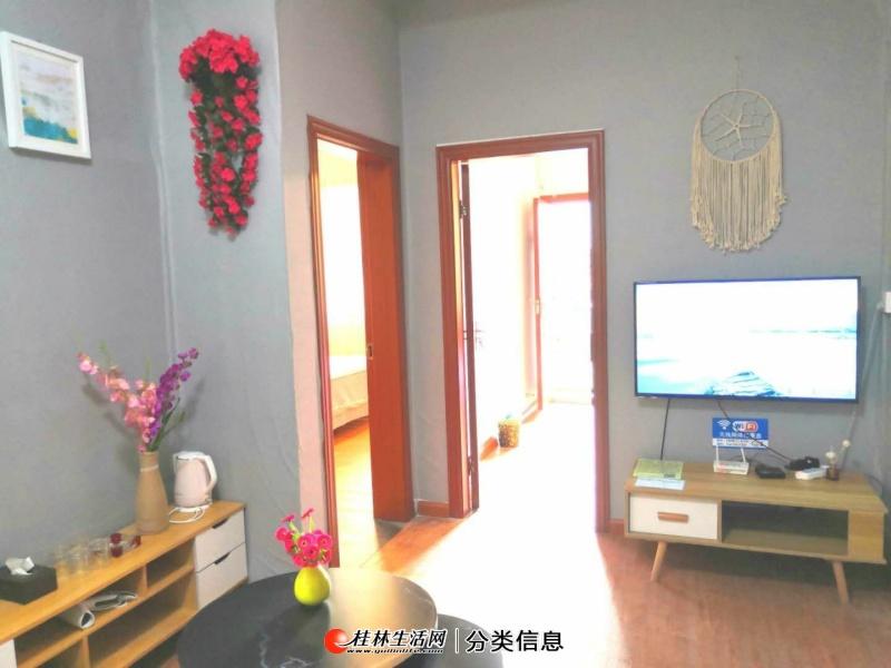 阳朔西街附近4楼精装2房带露台出租