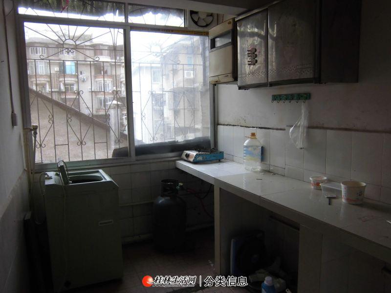 通泉巷桂林百货大楼、台联酒店附近,四楼,1房1厅厨卫配套,除冰箱家电家具全550元月