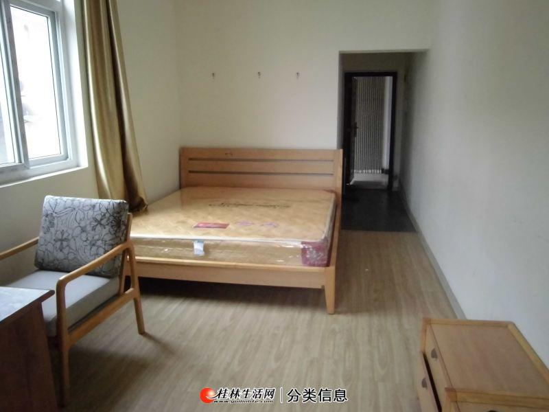 南溪公寓 南溪公园南溪山医院对面,电梯三楼单间配套家电家具全有物业可停摩托950元月