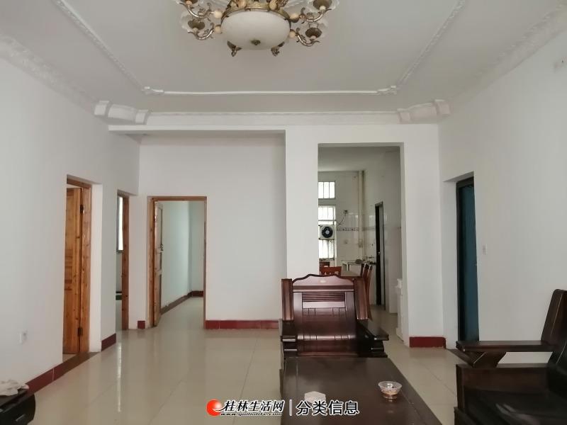 临桂区金水路东坡园3楼3房中装33万