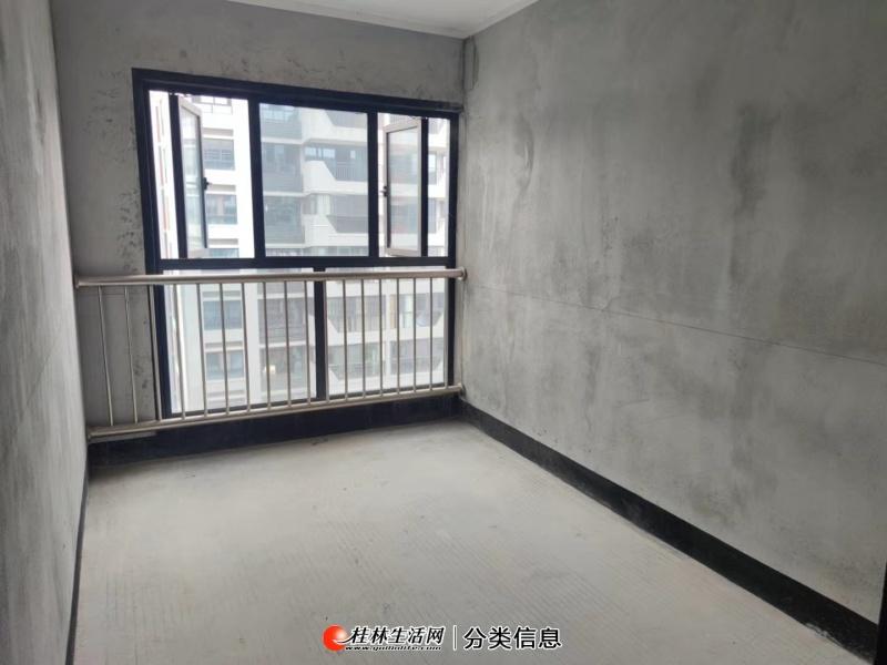 万达附近橖棣之华电梯15楼4房2厅2卫毛坯出售