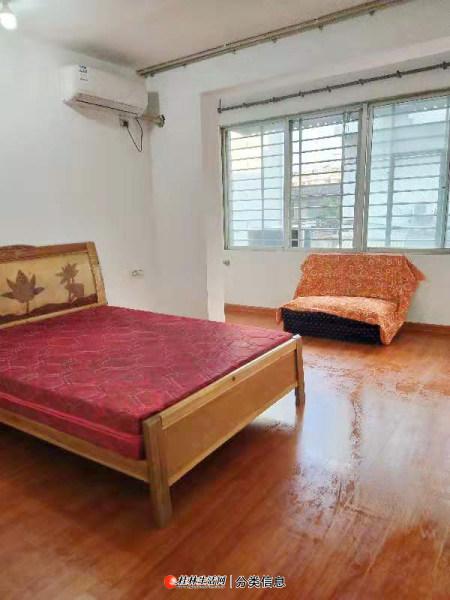 朱紫巷南门桥丹桂饭店附近,二楼,大1房1厅厨卫阳台配套,800元/月家电家具全 木地板