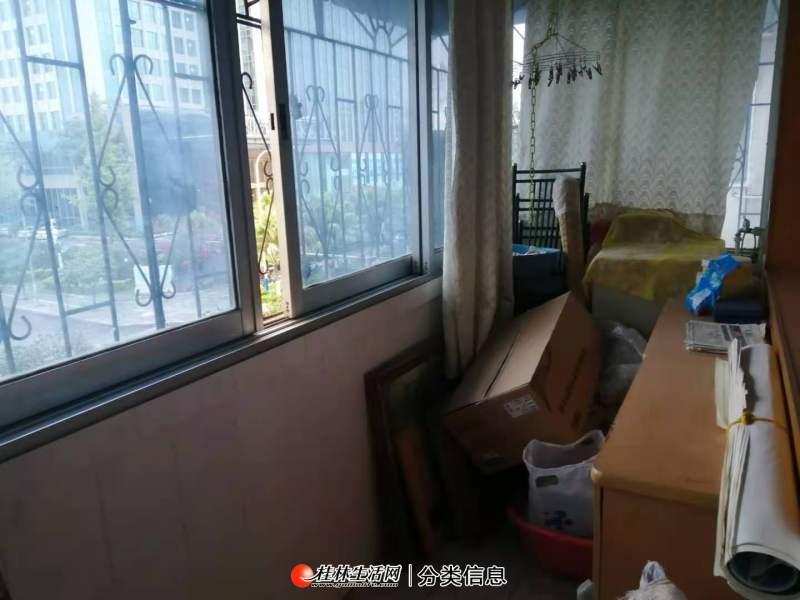 鸾西三区出租:2房1厅1卫,68平米,3楼,有简单家电家具,月租金1200元
