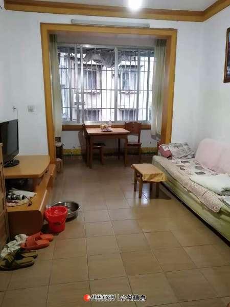 九岗岭小区3楼3房1厅65平方家电具齐全一台空调中等装