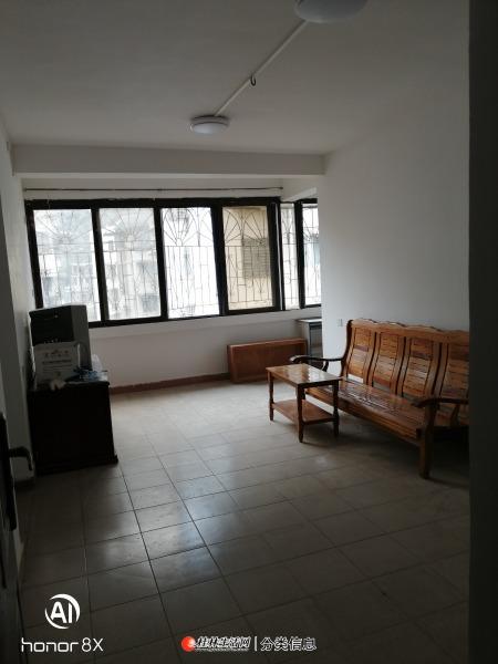 桂林观音阁叠彩电影院后5楼2房1厅61.34㎡+5.1㎡地下杂物间 。 交通便利,靠近中山中路。采光通风效果好,冬暖夏凉,3间房全部朝南,