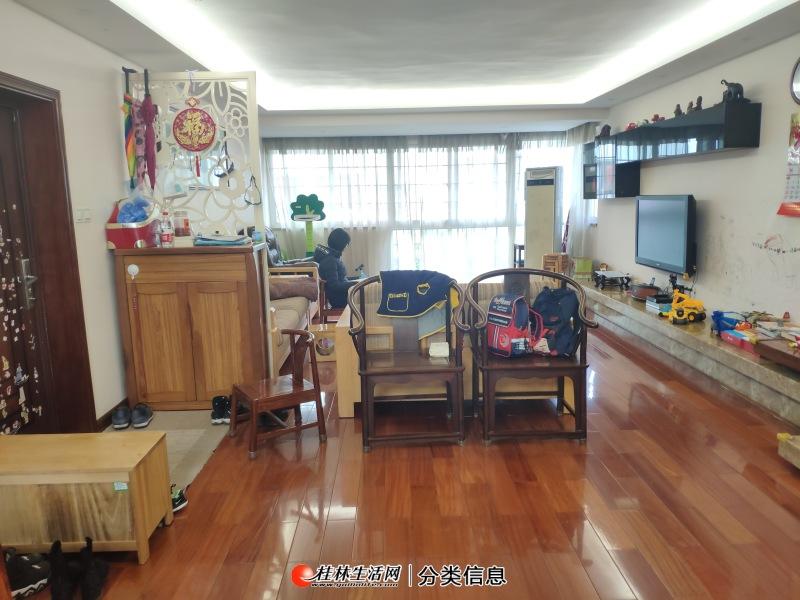 畔江花园!漓江边清风学区!三楼155平3房2厅2卫另带车位和23平车库