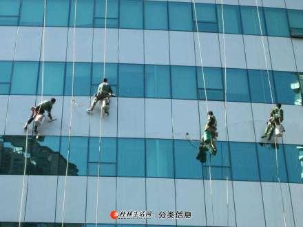 桂林全市县专业高空清洗玻璃幕墙维修 外墙玻璃打胶广告牌拆装