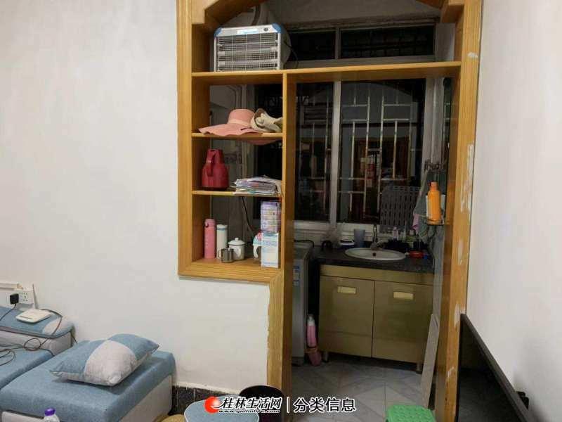 1100元可住两江四湖边九岗岭全新精装两房一厅,3台全新空调冰箱彩电全新配套,拎包入