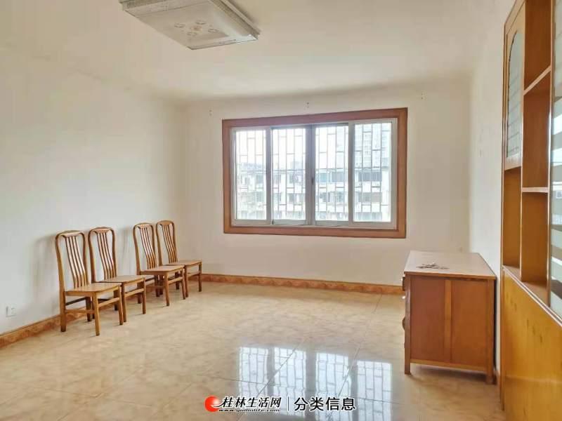 Q联达香江饭店环城西一路222号,2房,有杂物间,有天面