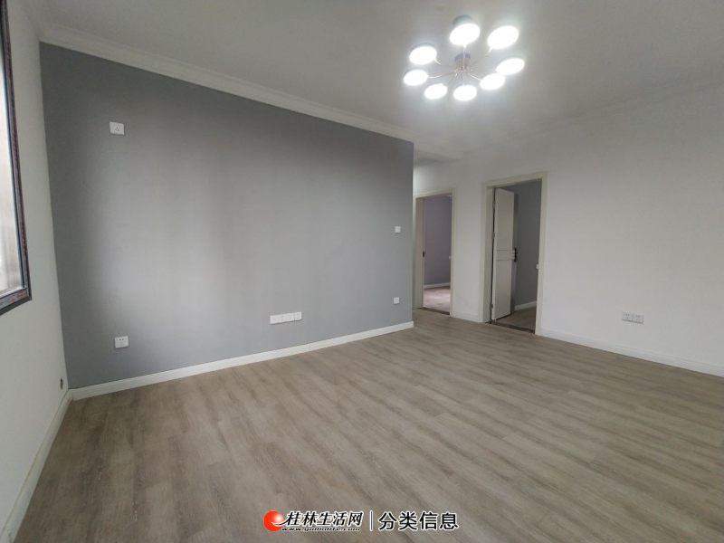 各自付税,看房方便,房主急售鸾西一区精装2室2厅1卫