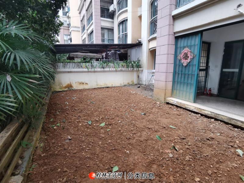 Y送车位和40平私家花园 东晖国际公馆 简装 2房2厅