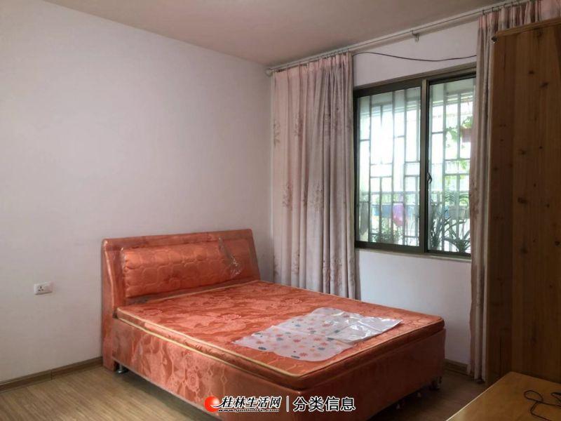 豪华装修2室2厅1卫1阳台,拎包入住,采光空气都很好!