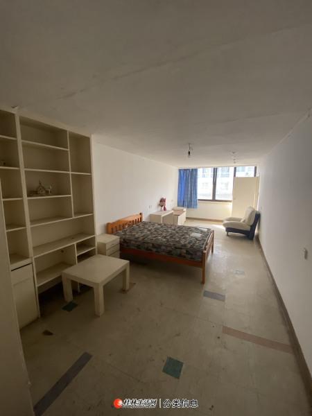 崇善小学 金马大厦旁 五美路 两房可改三房 5楼 60万