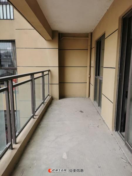 七星区万达华府毛坯四房112平4室2厅2卫出售