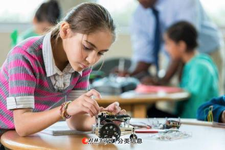 中小学创客教育培训--桂林电子科技大学教授辅导