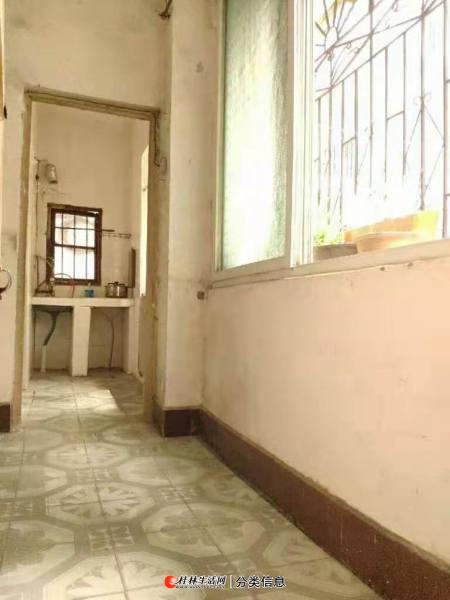 三多路,榕湖小学桂中双学区房,二楼,钥匙在手,欢迎随时看房
