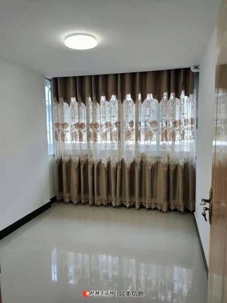 叠彩区桂湖小区1栋,2单元402室,三房一厅一卫,产权87平