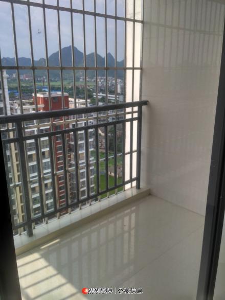 翠竹苑小区120平三房两厅电梯房整套出租